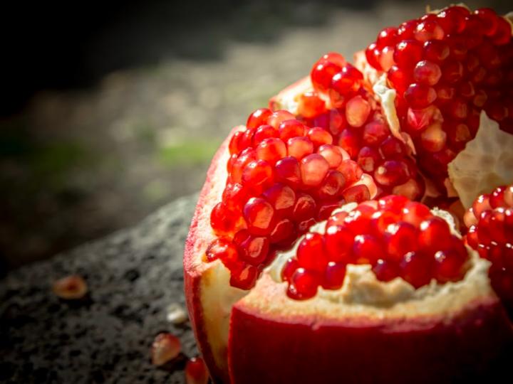 Sette aspetti sui benefici del melograno e del succo di melograno
